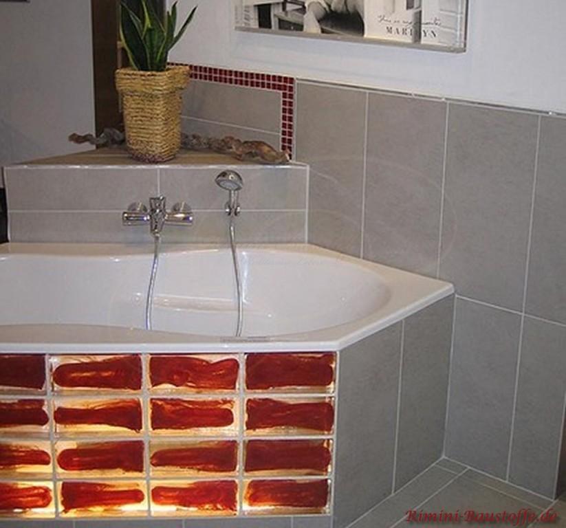 Glasbausteine als Badewannenverkleidung