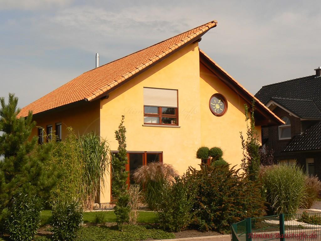 schönes mediterranes Haus mit Pultdach