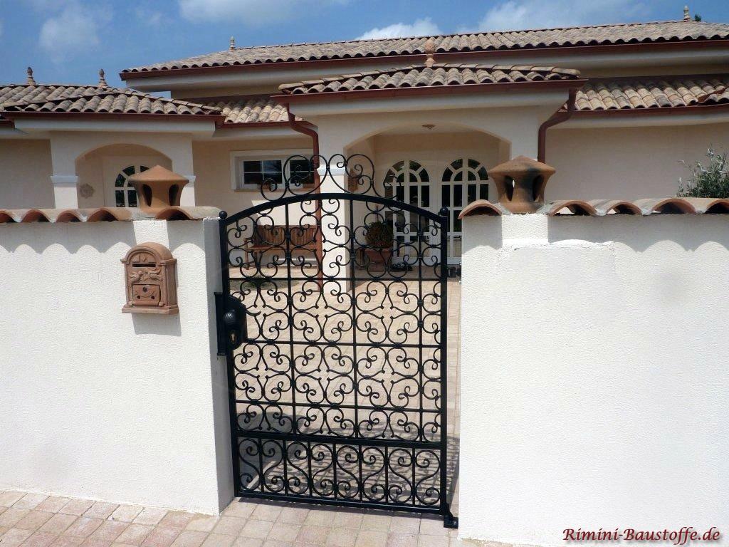 schöne Villa im mediterranen Stil mit vielen passenden Accessoires