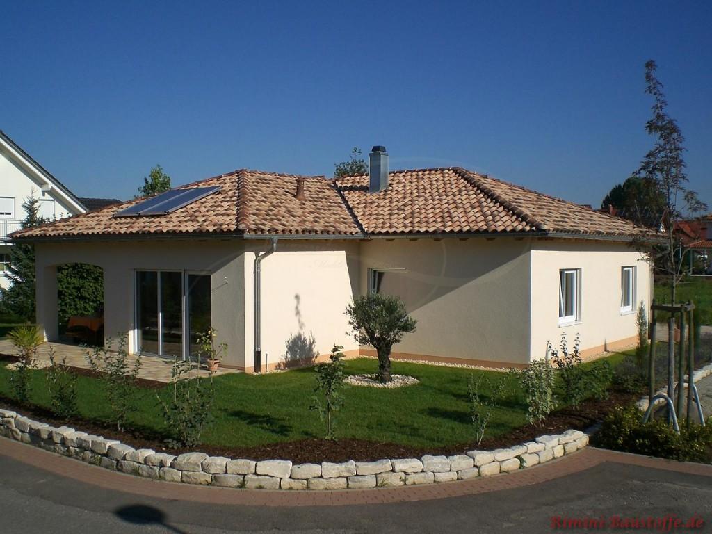 schöner mediterraner Bungalow mit Solaranlage