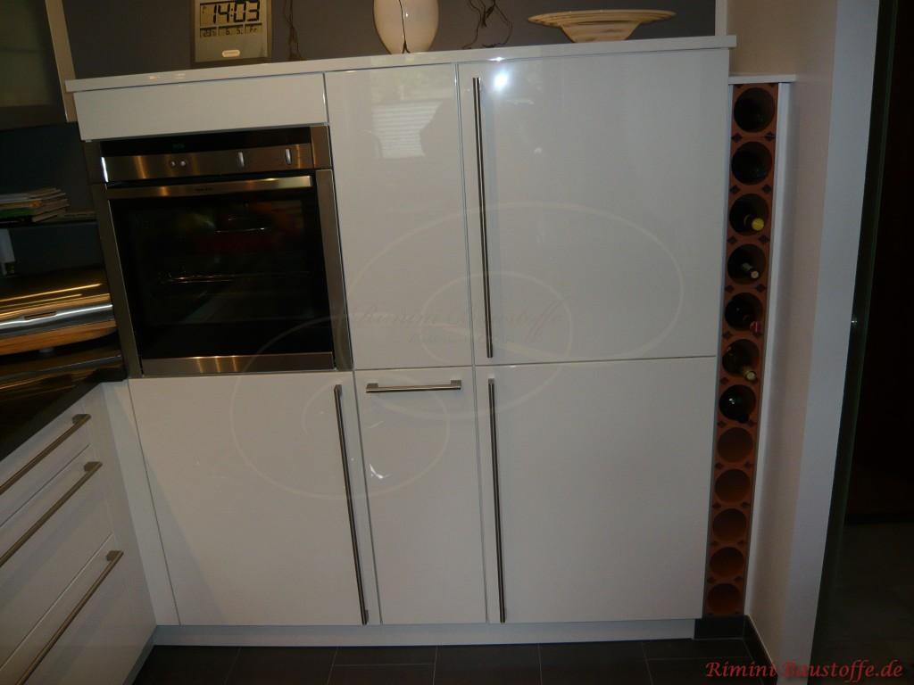 schöne Weinlagersteine aus Ton in einer Küche eingearbeitet
