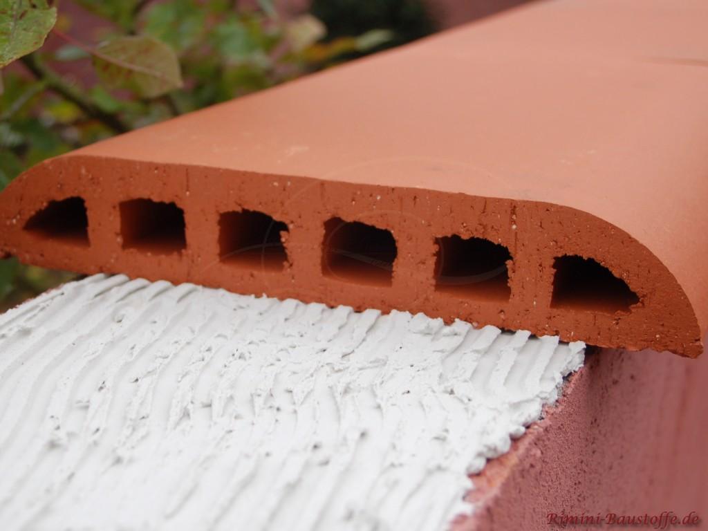 Verlegen der Mauerabdeckung