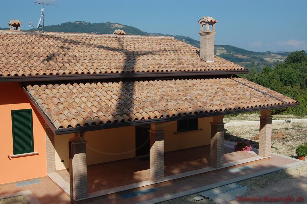Satteldach mit original Mönch und Nonne Halbschalen gedeckt