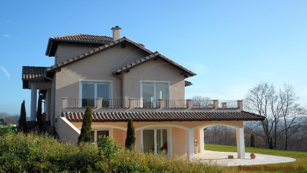 große mediterrane Villa mit schöner großer Dachterrasse