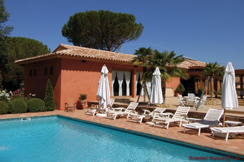 mediterrane Finka mit Pool und schönem changierenden Dachziegel