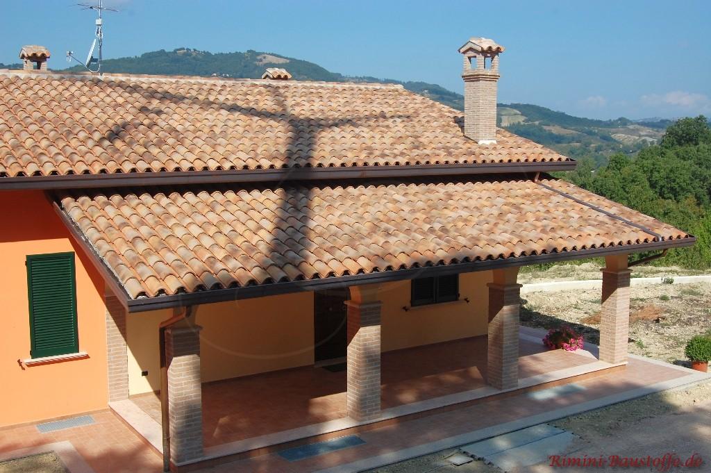 sehr schöne original Mönch und Nonne Halbschale auf einem Dach