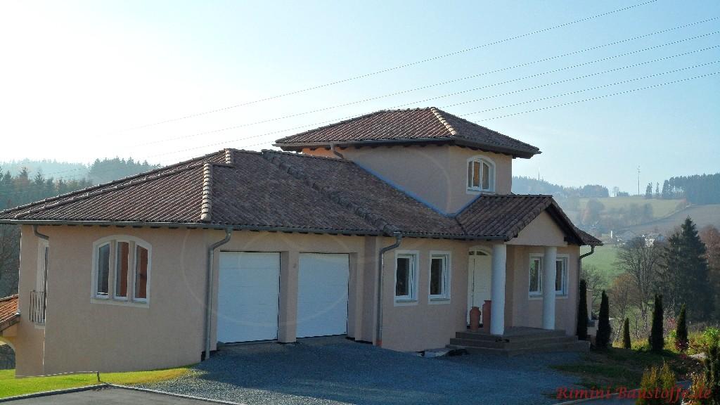 schönes mediterranes Wohnhaus mit schönem altwirkendem Dachziegel