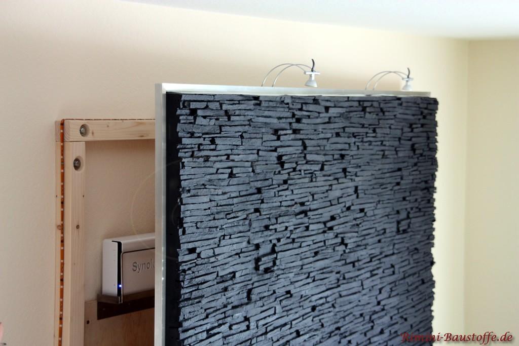 beleuchtete Wohnzimmerwand zum Aufklappen