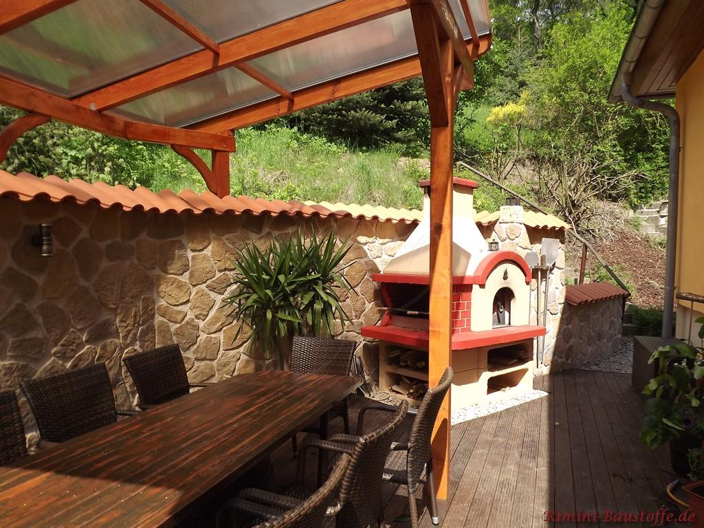 überdachte Terrasse im südländischen Stil mit Ofen