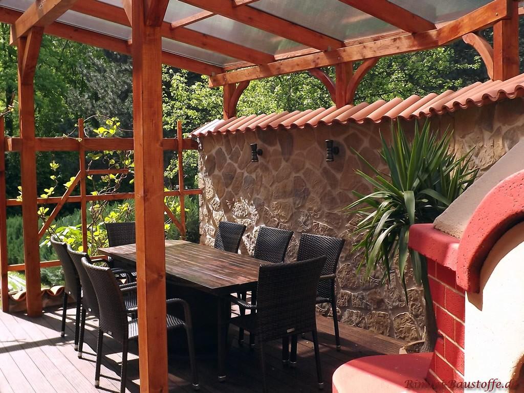 große schön gestaltete Terrasse mit mediterranen Highlights