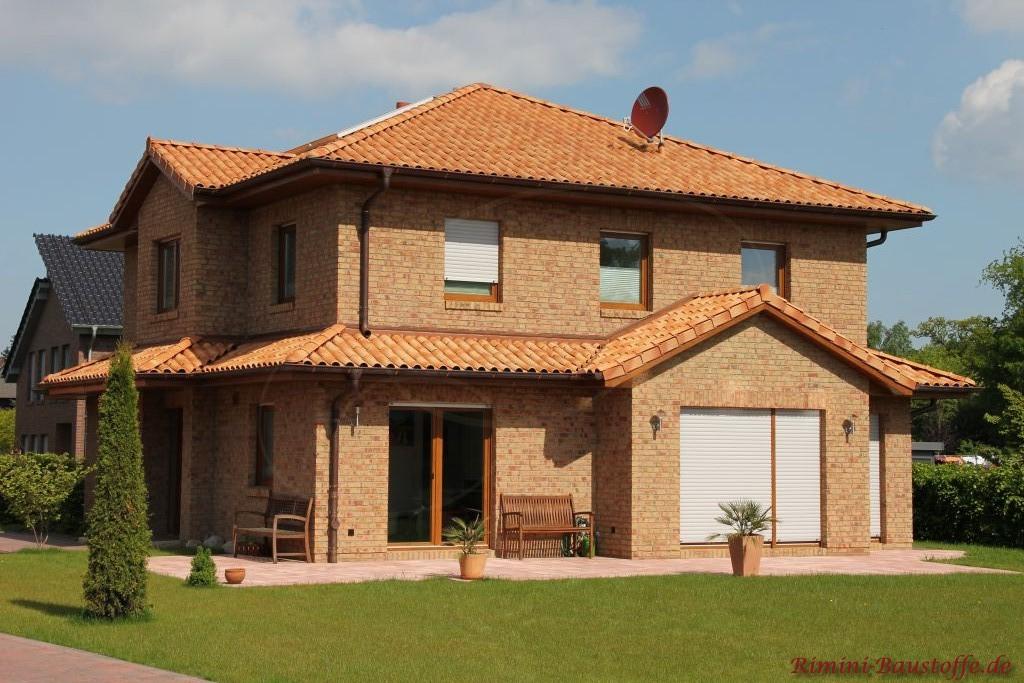 mediterrane romanische Dachziegel passend zum Klinker