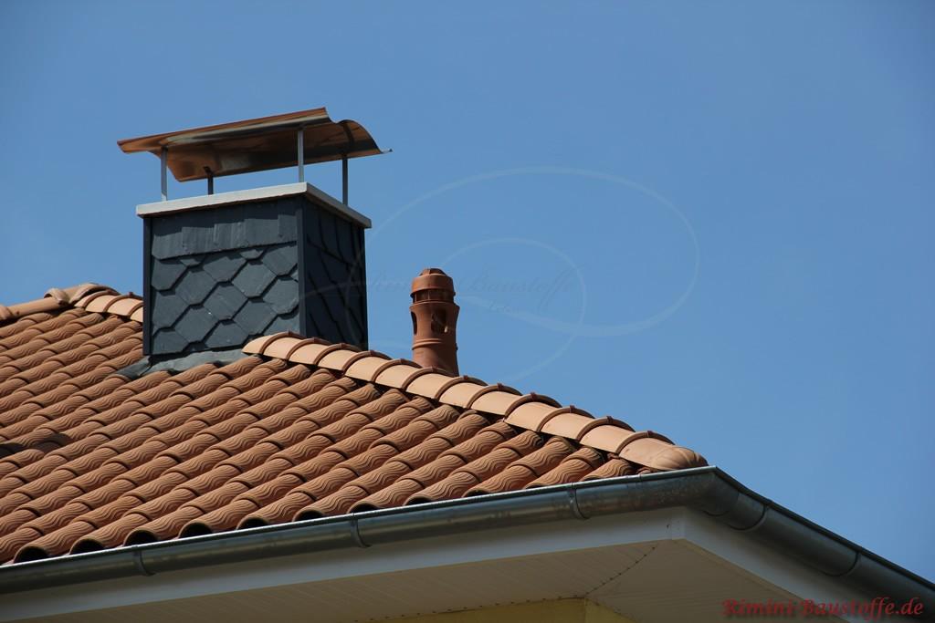 romanischer Dachziegel mit auffälliger Handstrichoptik