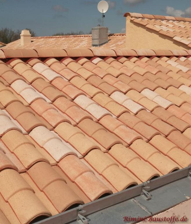 Helle Dachziegelmischung in Pastelfarben