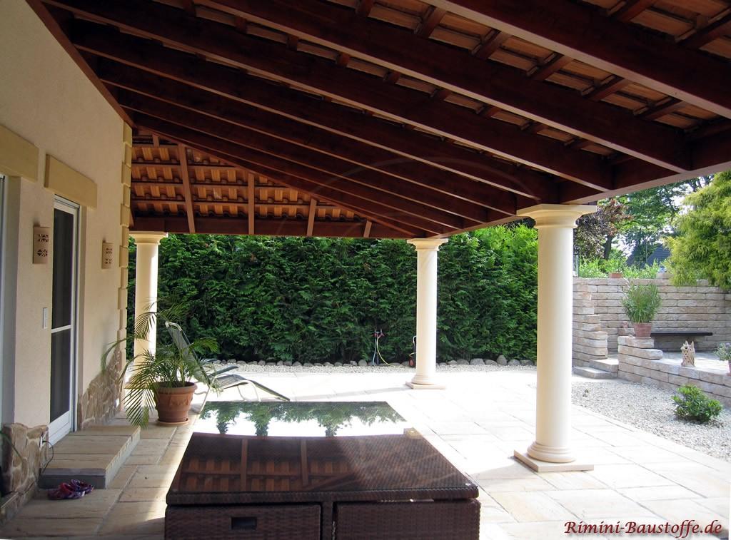 überdachte Terrasse mit sehr schönem meidterranen Flair