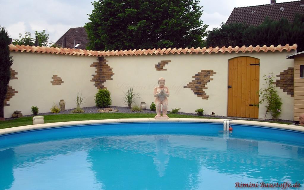 Gartenmauer im mediterranen Stil mit sehr schöner Mauerabdeckung