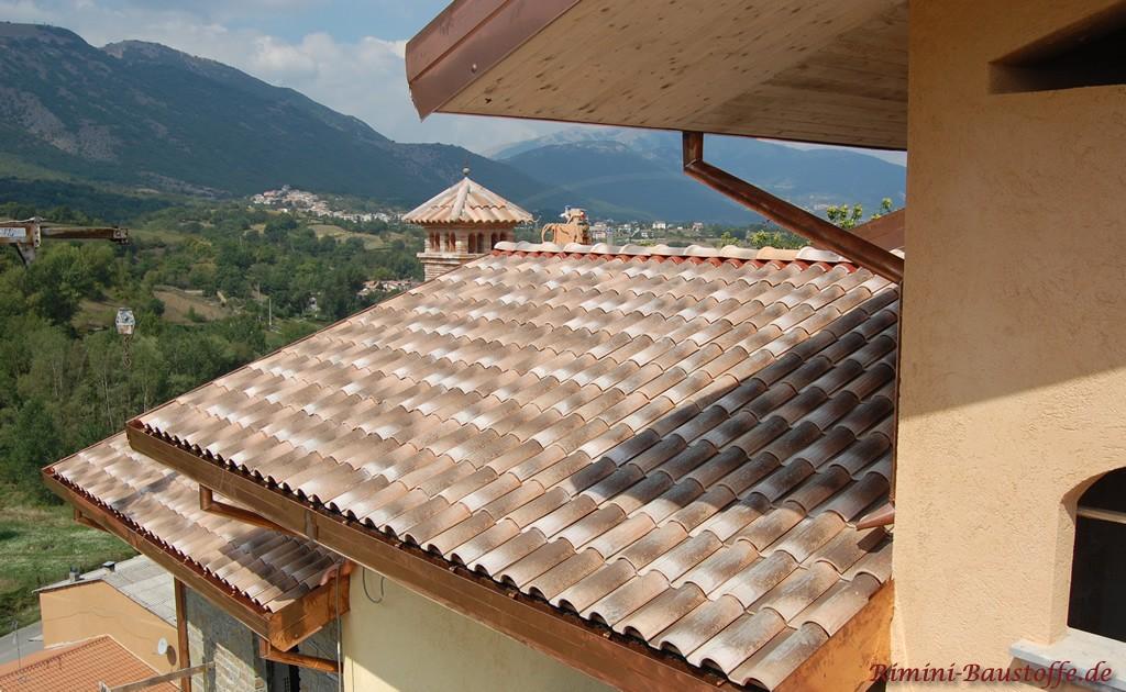 Satteldach in hellen Erdtönen sehr schön mediterran