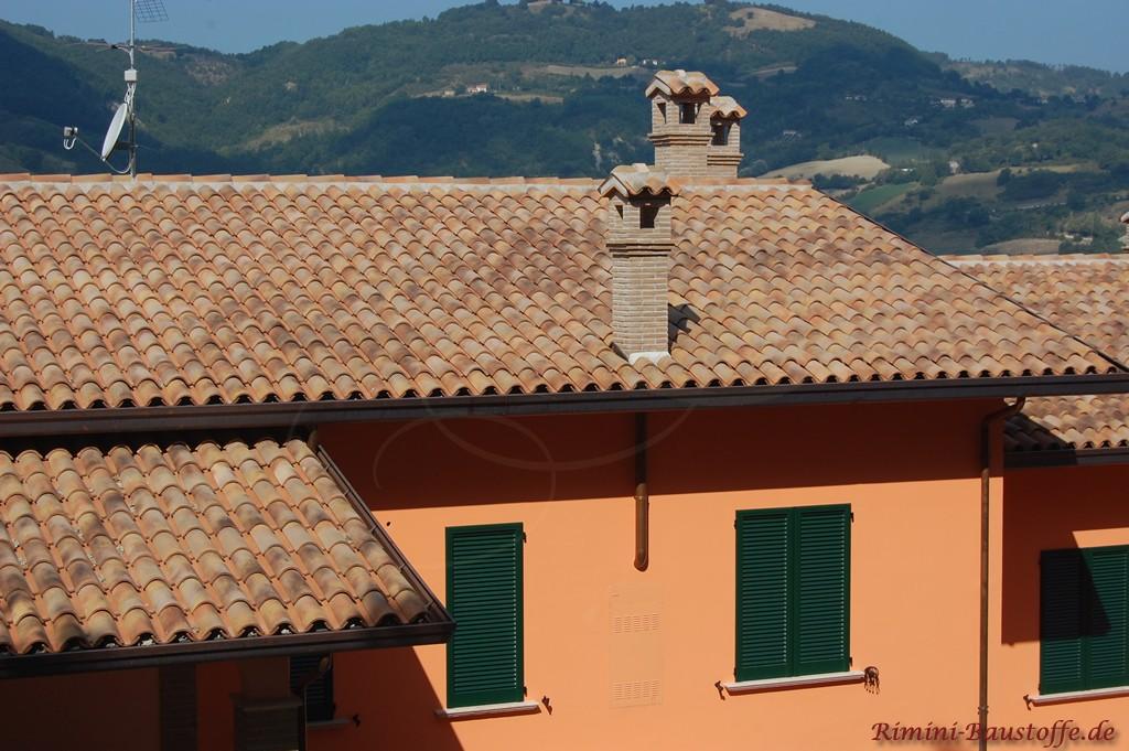 schöne südländische Dacheindeckung mit echten Halbschalen