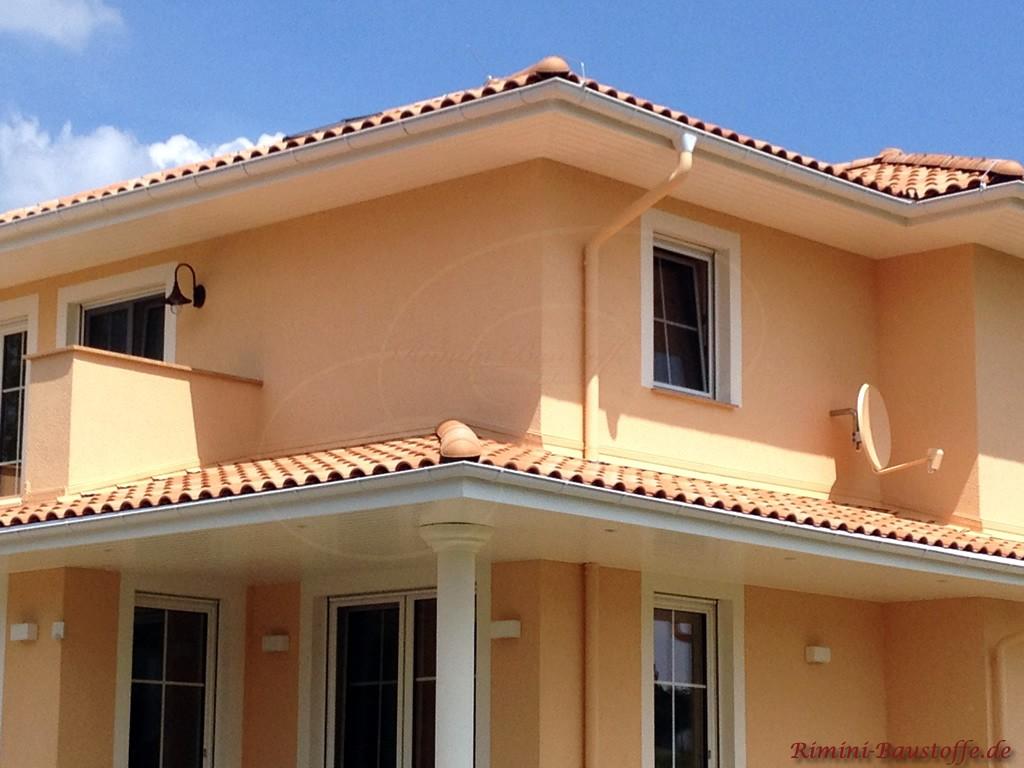 große mediterrane Villa in warmen Farben gestaltet