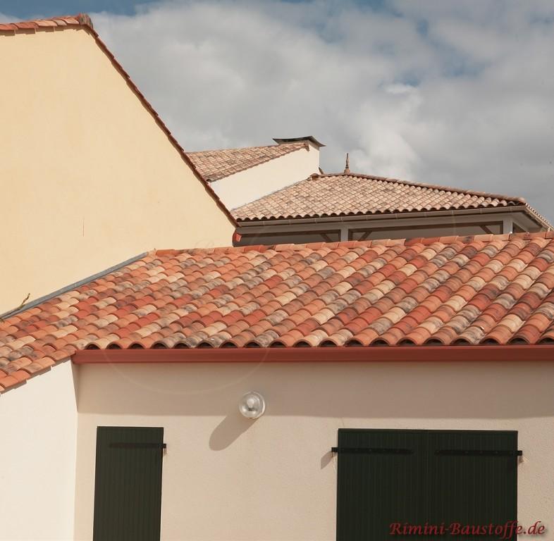 sehr schöner roter romanischer Dachziegel mit Doppeloptik