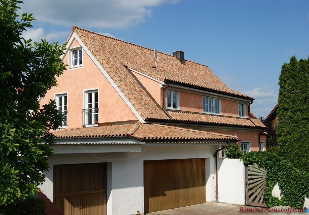 Satteldachhaus mit angrenzender großer Garage