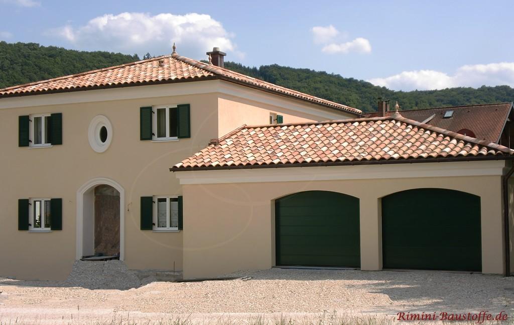 sehr schönes Wohnhaus im Toskanastil mit schöner passender Dachfarbe