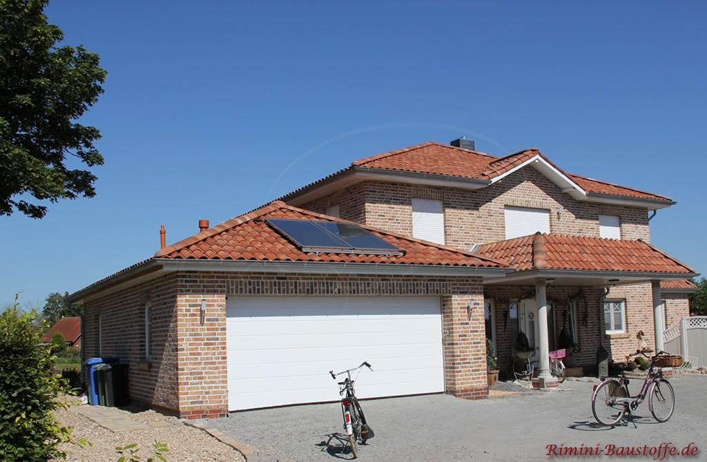 Einfamilienhaus mit Doppelgarage und Balkon