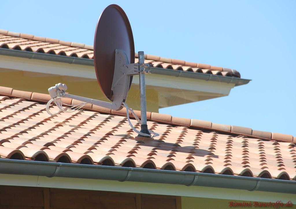 Antennendurchführung bei einem mediterranen Ziegel mit Antennenziegel
