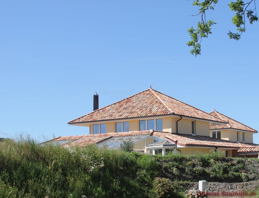 große südländische Villa in Deutschland mit Zeltdach