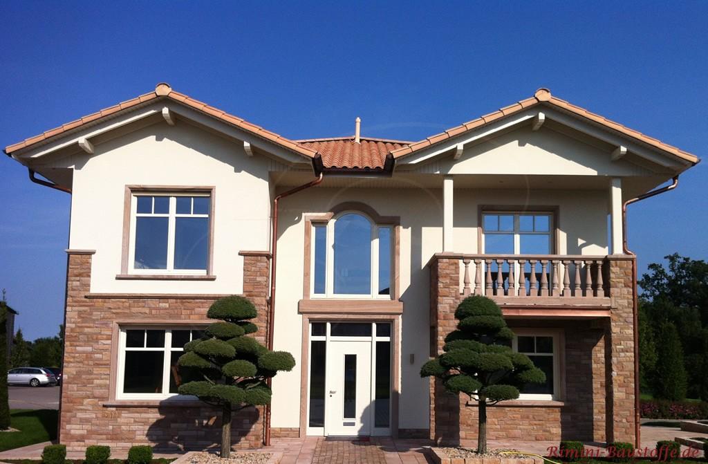 Einfamilienhaus mit sehr schönen Accessoires im südländischen Stil