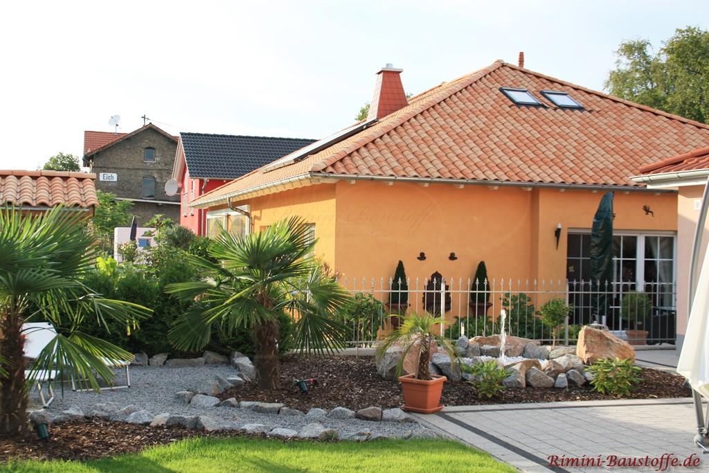 schönes Wohnahus im Bongalowstil mit Putzfassade und schönem Dachziegel