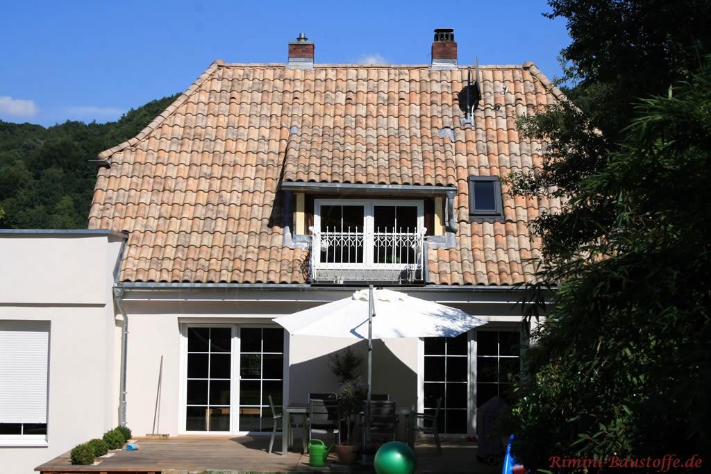 schönes Einfamilienhaus mit großen bodentiefen Sprossenfenstern