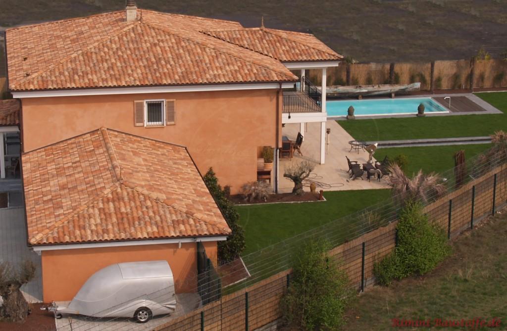 große Toskanische Villa mit Pool und großem Balkon
