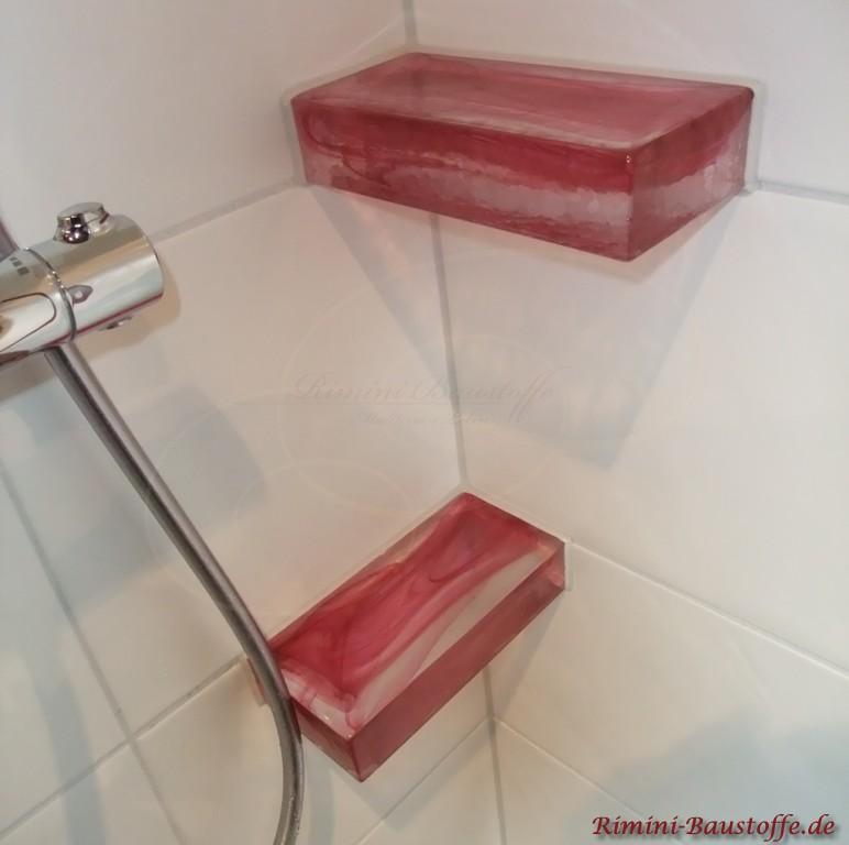 Glasbausteine als Ablageflächen in der Dusche verbaut