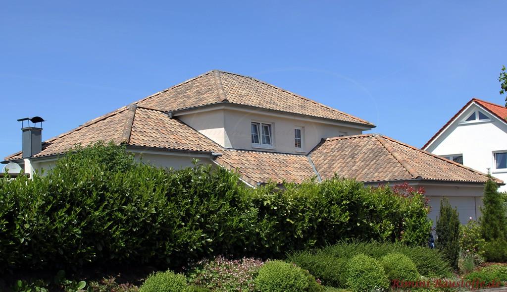 schönes großes Wohnhaus mit stilvollem mediterranen Flair