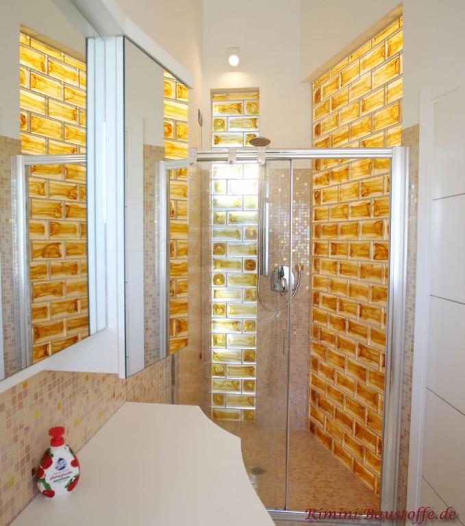 schöne moderne Gestaltung der Dusche mit Muranoglaselementen