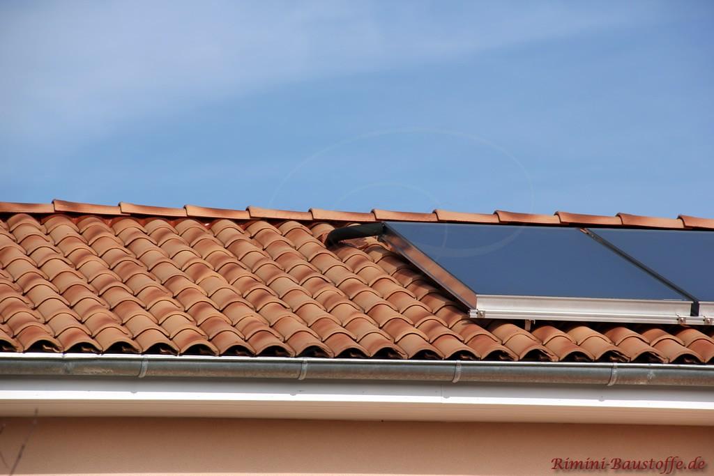 Solaranlage auf einem romanischen Dachziegel installiert