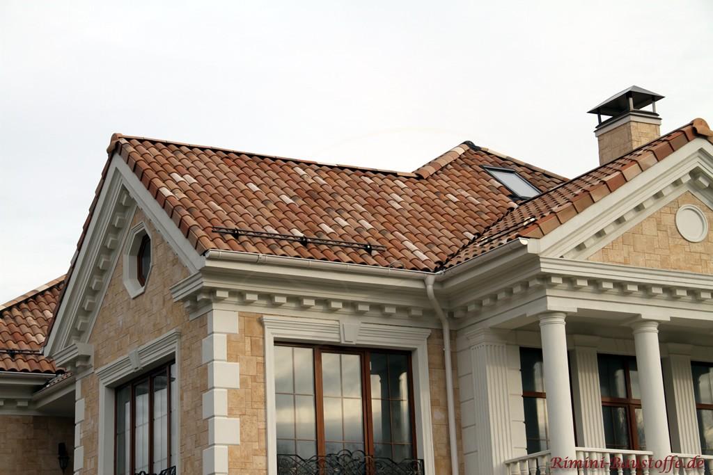 Hier zu sehen das Schneefanggitter auf dem Dach