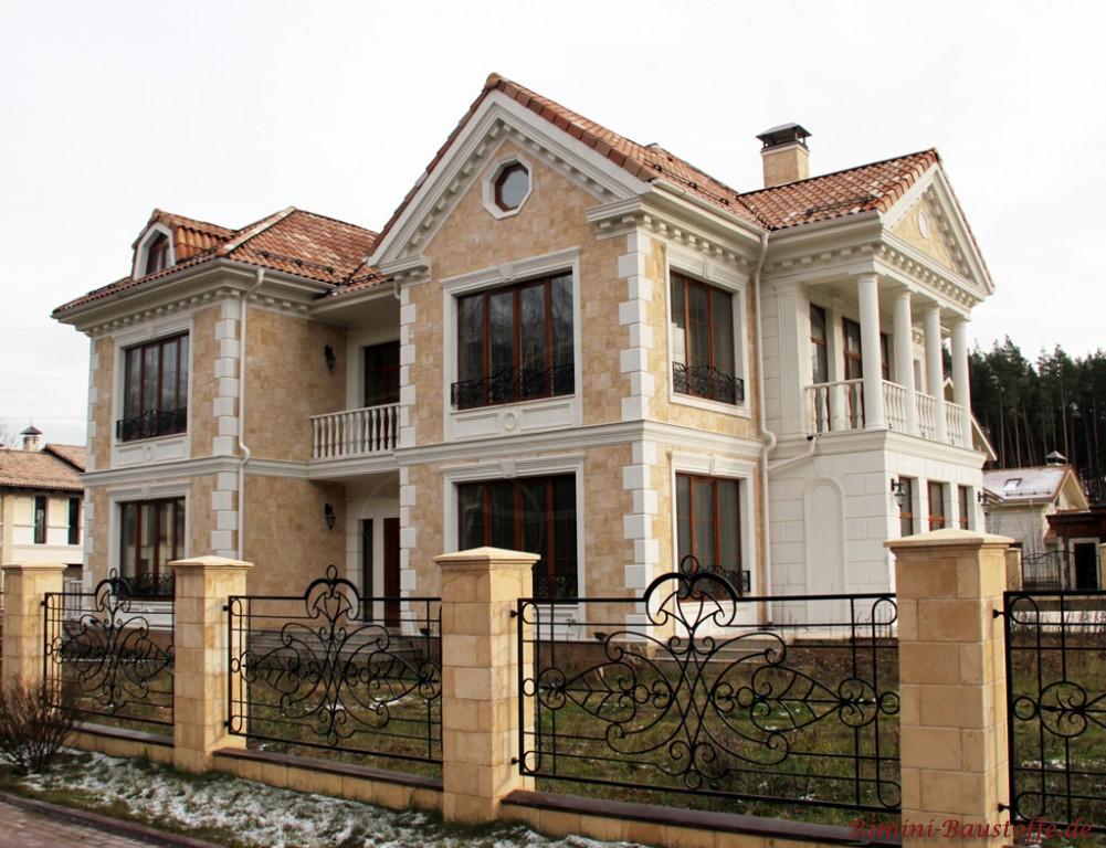 großes Anwesen mit einer sehr schönen Villa