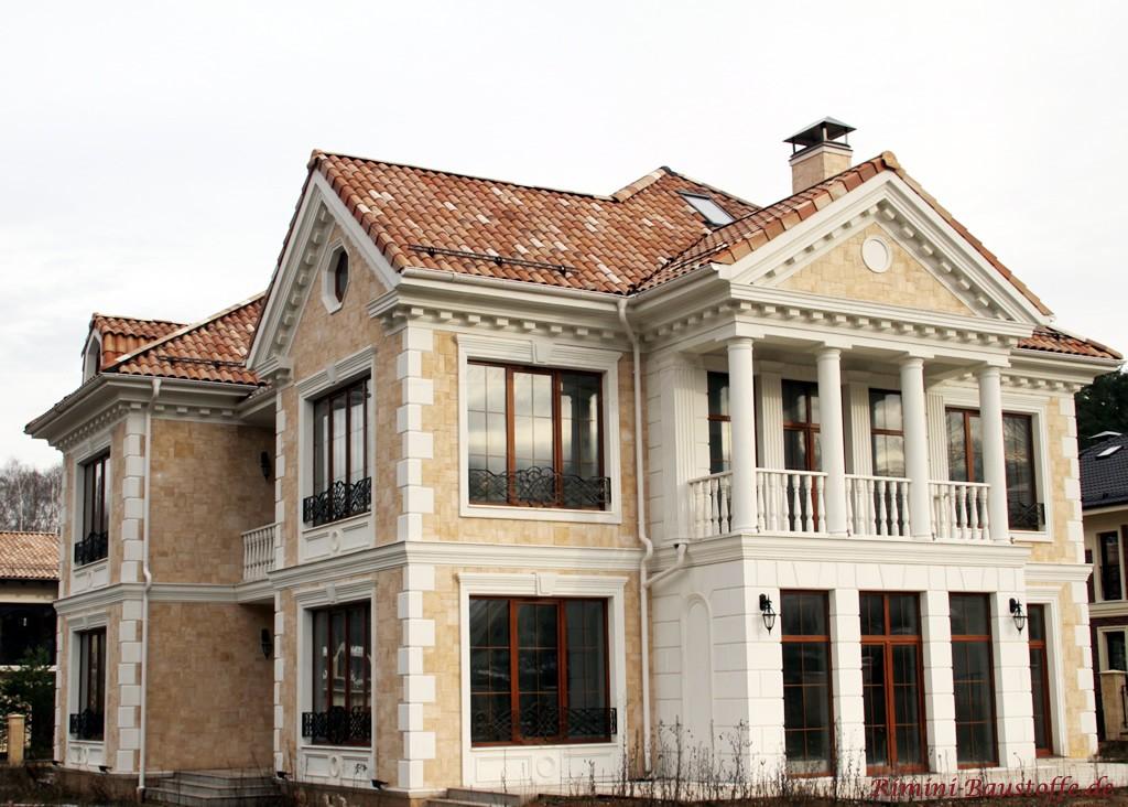 große Villa mit viel Liebe zu kleinen Details und einem Balkon