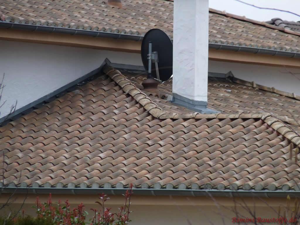 schöner romanischer Dachziegel in sehr alter Optik