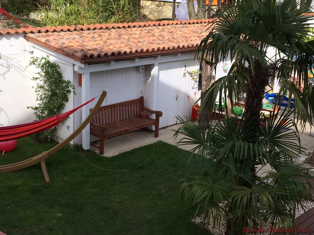 Gartenhausdach mit Mönch Nonne Halbschalen eingedeckt