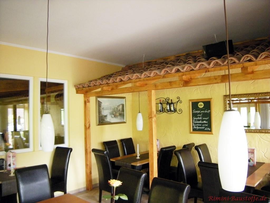 kleiner Dachvorstprung in einem Restaurant bringt besondere Athmosphäre