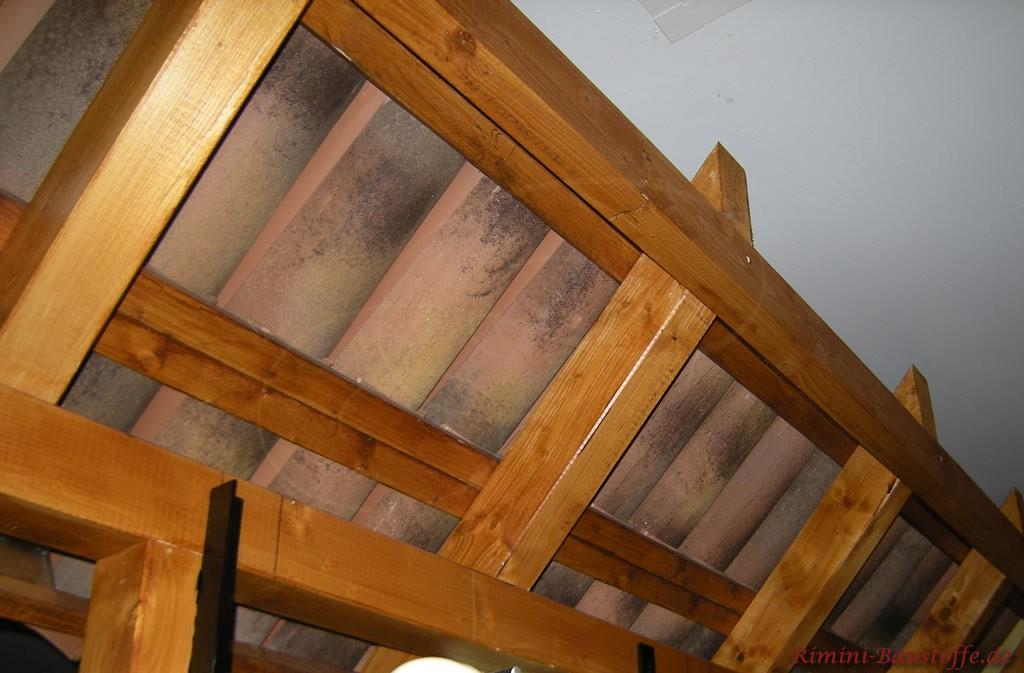 hier zu sehen die Unterkonstruktion der Überdachung im Innenbereich