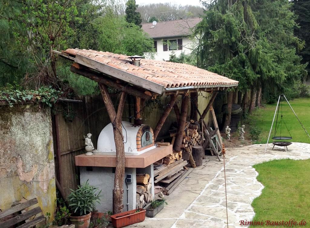 Überstand für Holz gedeckt mit antiken romanischen Dachziegeln