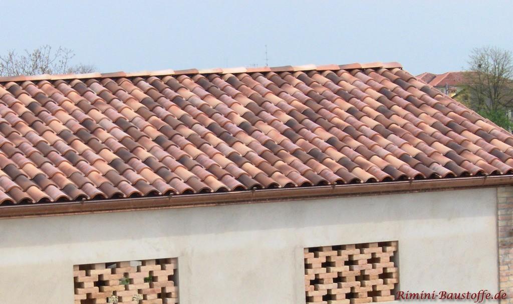 Farbmischung der Dachziegel aus mehreren Farben dieses Ziegels