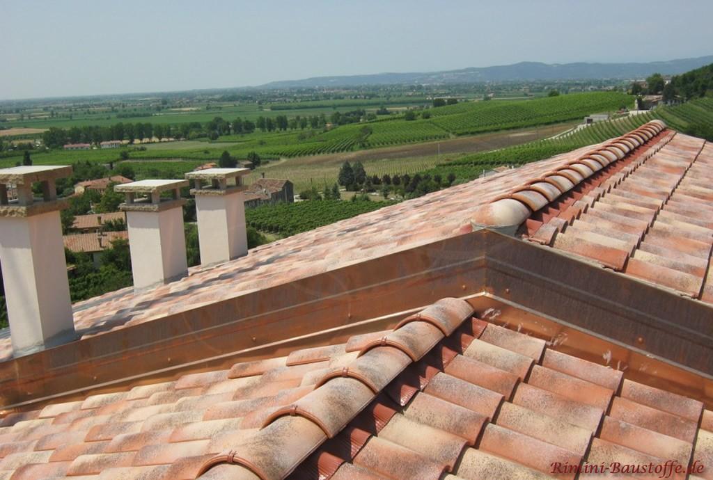 Satteldach auf zwei verschiedenen Höhen, verblendet mit Kupfer