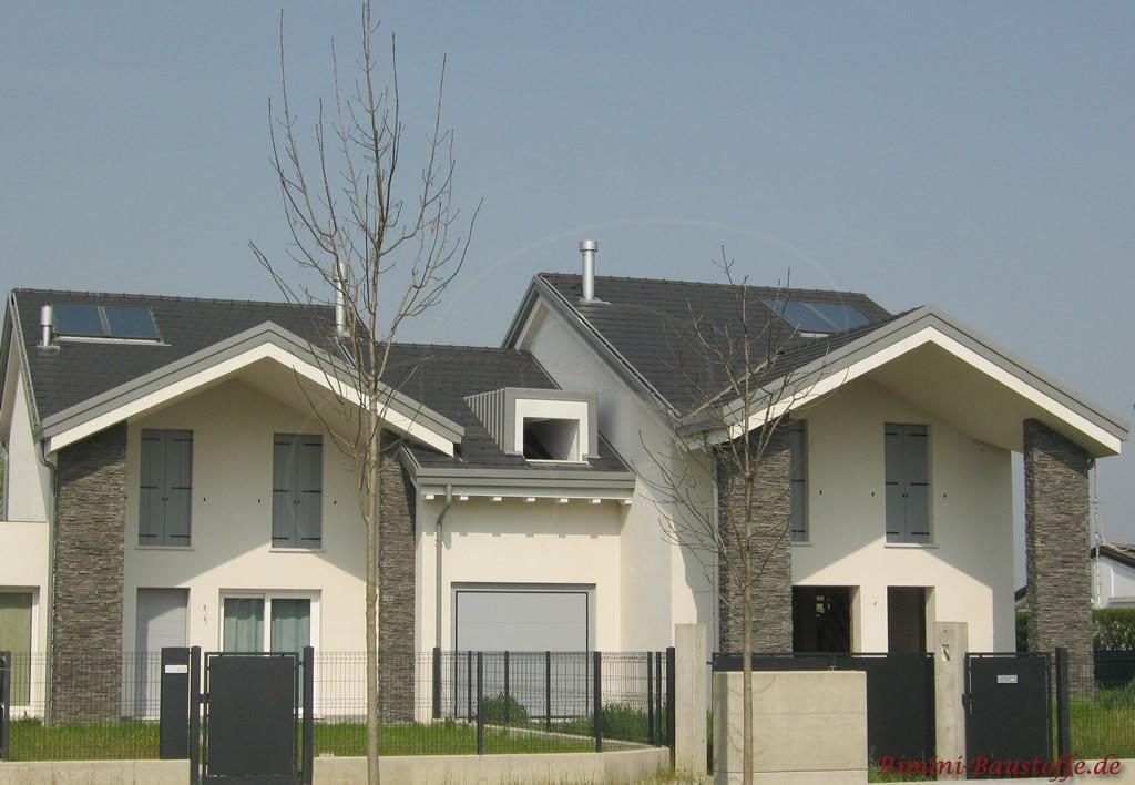 modernes Einfamilienhaus mit weisser Putzfassade und anthrazitfarbenem Dach