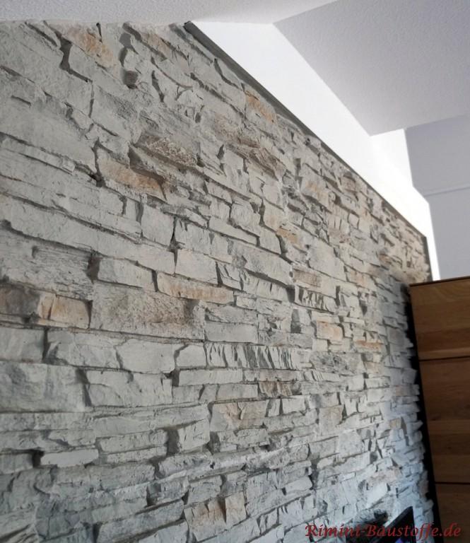 hier gut zu sehen wie die Paneele in die Wand eingelassen ist
