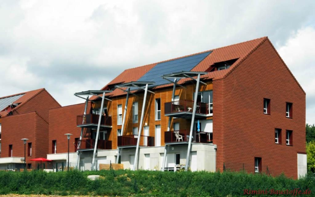 Tonplatten für Fassade und Dach um Monolithoptik zu erhalten