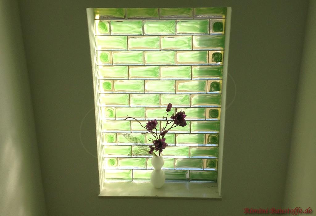 tolle Idee um einen alten Fensterdurch zu schließen